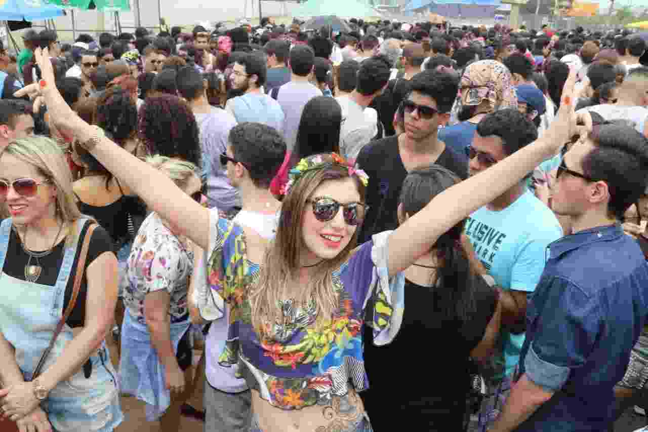 26.set.2015 - Fãs esperam abertura dos portões da Cidade do Rock, onde acontece o sexto dia de shows do festival Rock in Rio 2015. A entrada é liberada as 14h. - Zulmair Rocha/UOL