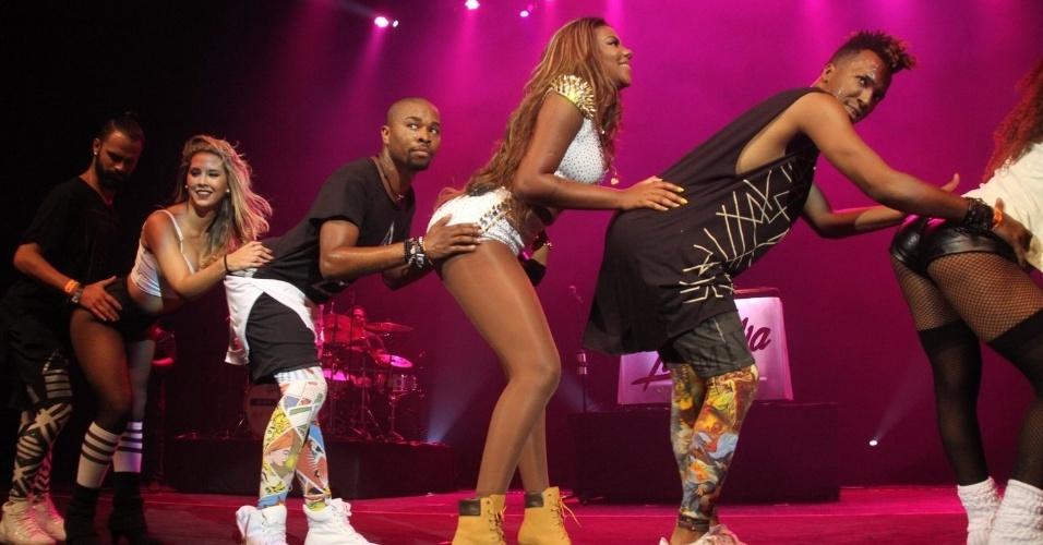 2.jan.2016 - Ludmilla foi uma das atrações da festa Bem Vindo 2016, primeiro evento do ano do Bloco da Preta, de Preta Gil; de shorts curtinho, a cantora sensualizou nas coreografias
