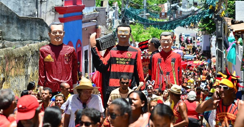 7.fev.2016 - Desfilando por Olinda, bloco Eternamente Sport faz homenagem a personalidades históricas relacionadas à agremiação pernambucana