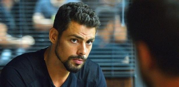 """Em """"A Regra do Jogo"""", Juliano desconfia do pai, Zé Maria - Reprodução/Gshow"""