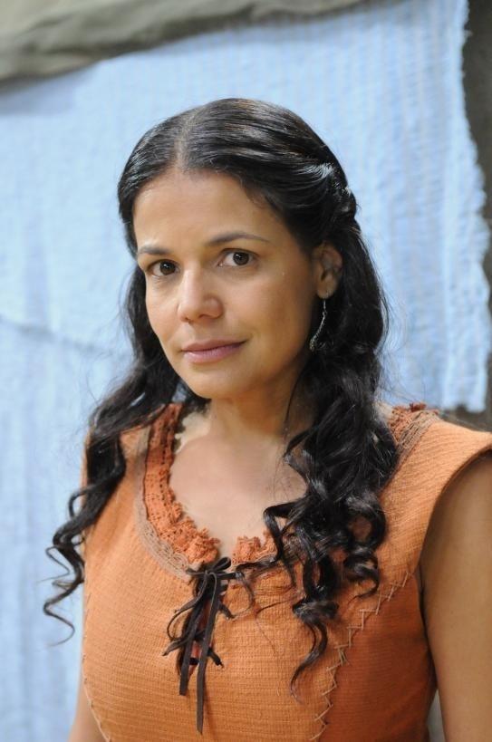 """Nivea Stelmann interpreta a hebreia Noemi em """"Terra Prometida"""""""
