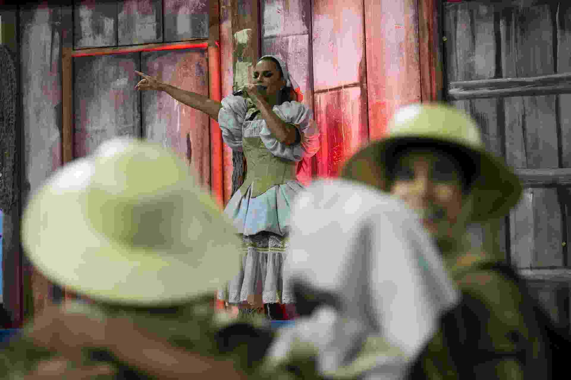 04.mar.2017 - Homenageada da Grande Rio, Ivete Sangalo volta à Sapucaí e se emociona na concentração do desfile das campeãs, no Rio - Bruna Prado/UOL