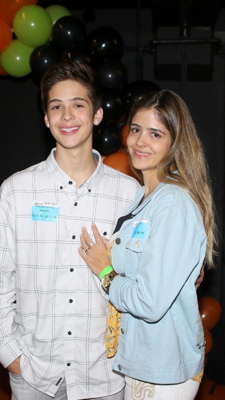 João Guilherme posa com a mãe, Naira Ávila, no aniversário do ator Kevin Vechiatto - Thiago Duran/AgNews