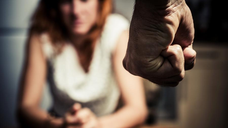 """""""São pessoas comuns"""", diz o psicólogo Leandro Feitosa, que coordena grupo reflexivo de homens agressores - Getty Images"""