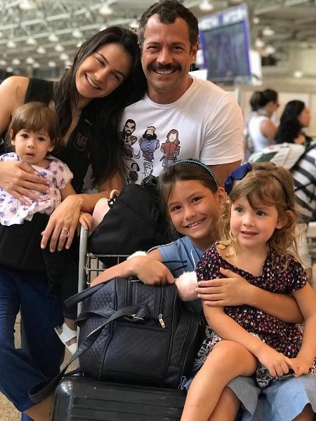 Malvino Salvador com a mulher, Kyra Gracie, e as filhas Kyara, Ayra e Sofia,  - Reprodução/Instagram
