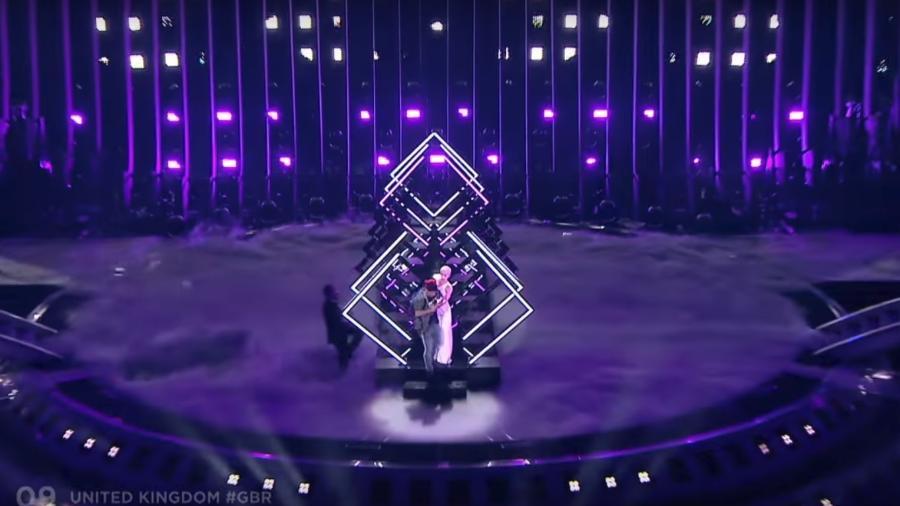 """Homem invade apresentação da competição """"Eurovision"""" - Reprodução/BBC"""