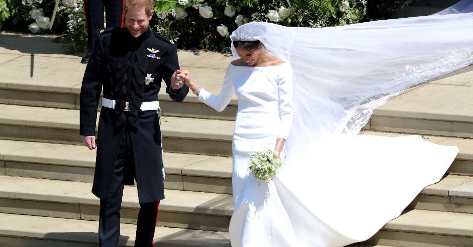 Harry e Meghan saem da igreja