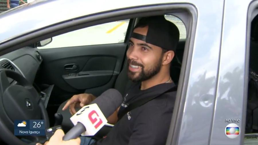 Motorista diz na Globo que soube de posto de combustível aberto pela Band News - Reprodução/TV Globo