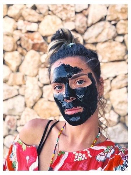Carolina Dieckmann com máscara de carvão - Reprodução/ Instagram