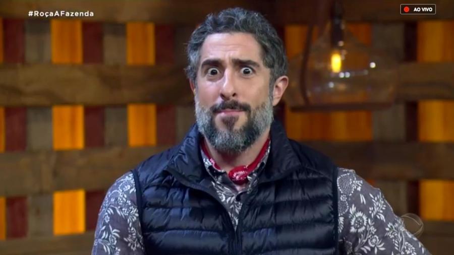 Marcos Mion fala com o público antes da terceira formação de roça  - Reprodução/RecordTV