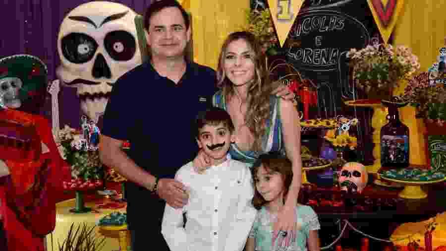 Carioca festeja aniversário dos filhos com o tema caveira mexicana - Brazil News