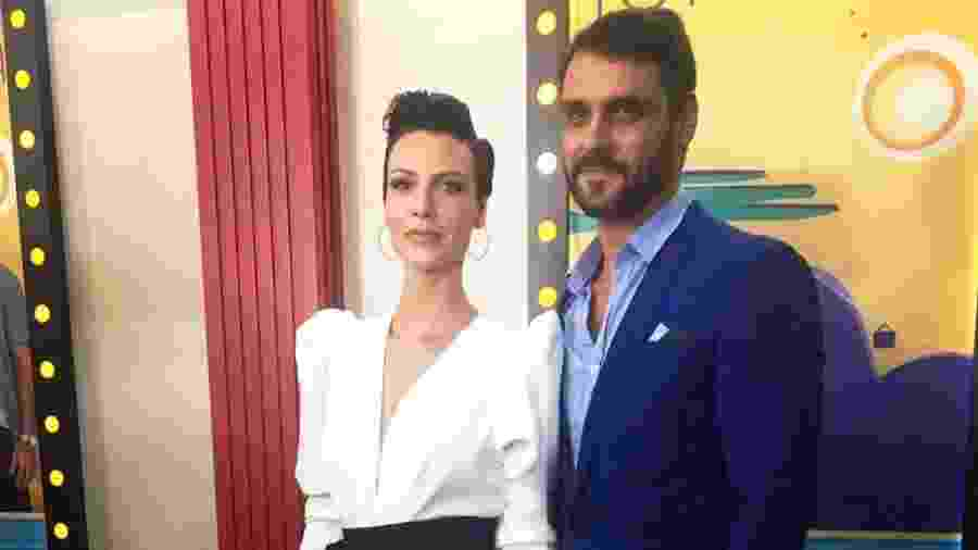 Camila Rodrigues é a protagonista Sophia e Felipe Cunha interpreta Antônio, seu par romântico em Topíssima - Reprodução/Instagram