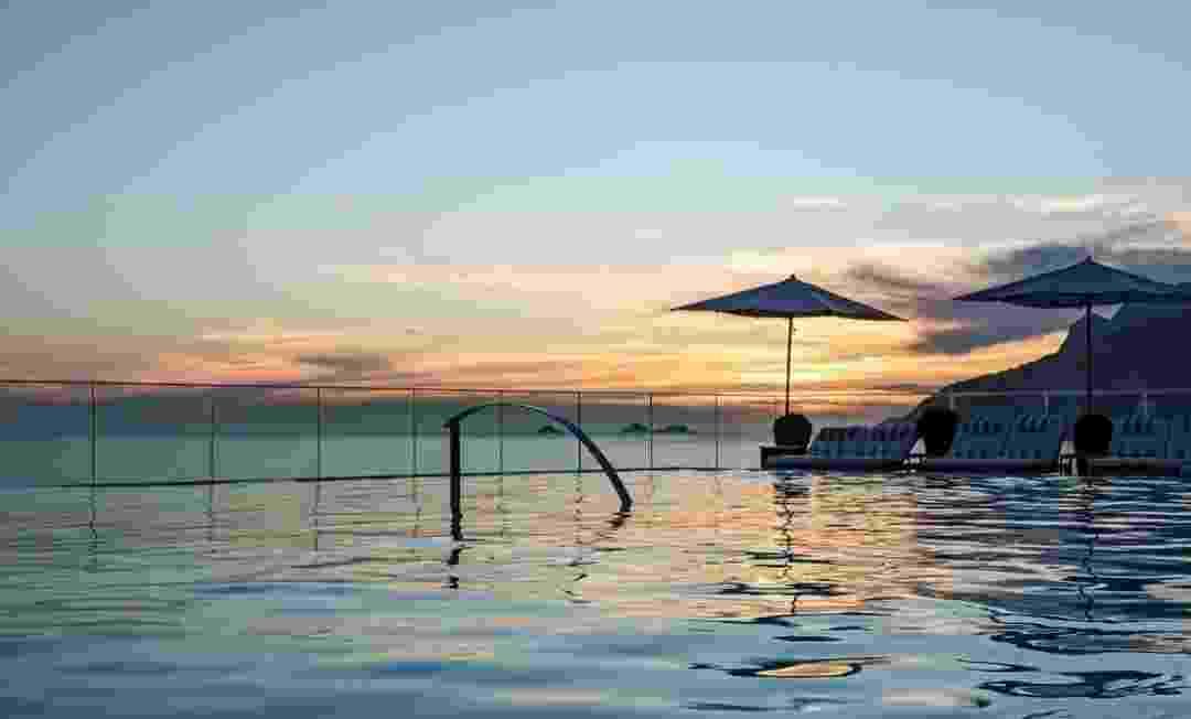 A piscina da cobertura do Hotel Fasano, no Rio de Janeiro, oferece aos hóspedes a oportunidade de nadar com um belo cenário da cidade maravilhosa - Instagram/fasano