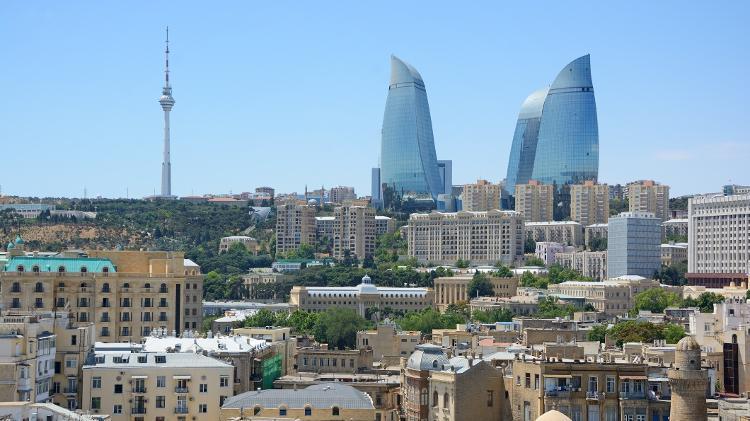 Construções antigas de Baku, no Azerbaijão, contrastam com as Torres da Chama - Getty Images