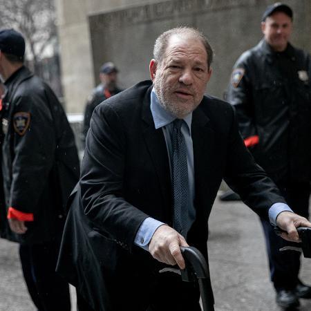 Harvey Weinstein usou um andador para entrar no tribunal de Nova York para julgamento - REUTERS/Jeenah Moon
