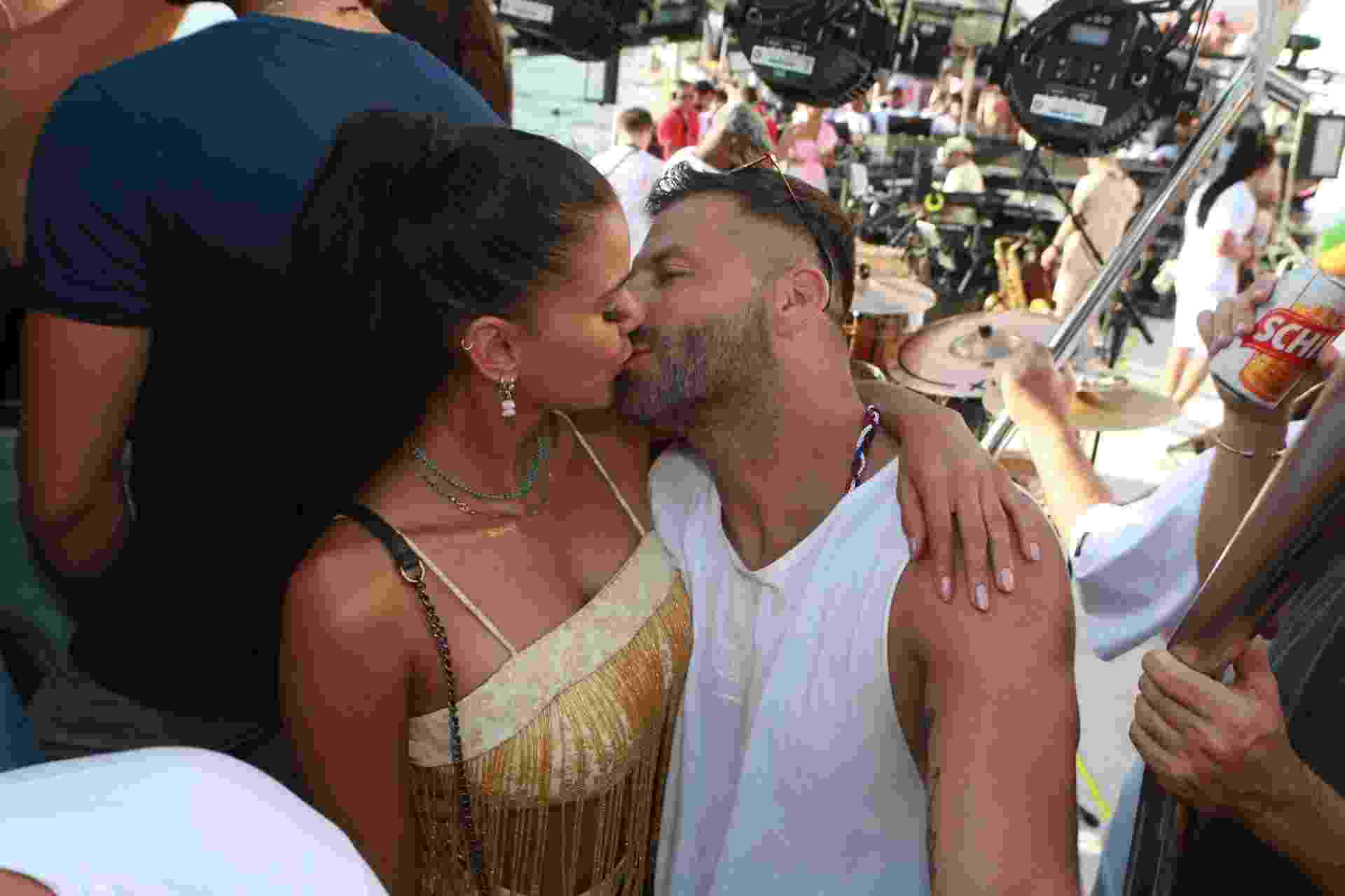 Henri Castelli e a namorada Jakelyne Oliveira - Dilson Silva/AgNews