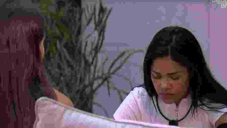 Mari conversa com Flayslane sobre comentário na festa - Reprodução/Globoplay