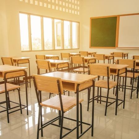 Alunas denunciam professores pelo Twitter - iStock
