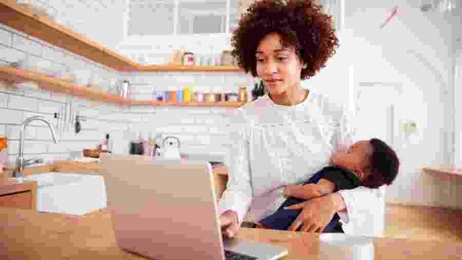 Metade das mulheres é demitida em até dois anos após retornar da licença maternidade - iStock