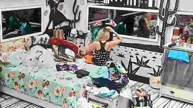 BBB 21: Juliette ajuda Viih Tube a trocar de roupa - Reprodução/Globoplay - Reprodução/Globoplay