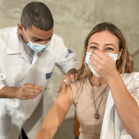 Paolla Oliveira recebeu a primeira dose da vacina contra a covid-19 - Reprodução / Instagram