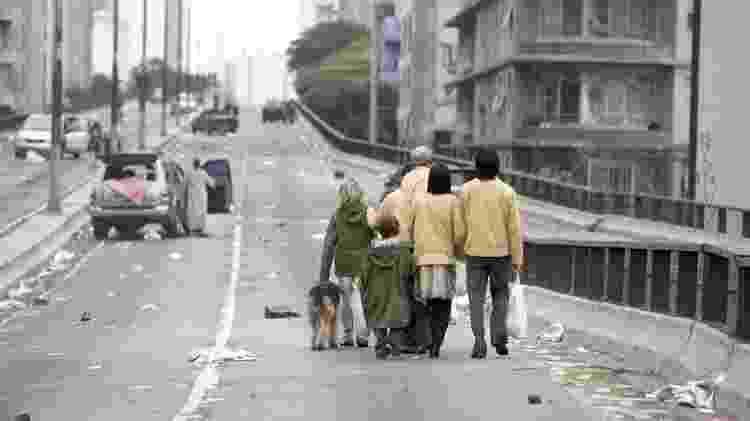 """Cena do filme """"Ensaio Sobre a Cegueira"""" (2008), de Fernando Meirelles, rodada no Elevado Costa e Silva, mais conhecido como Minhocão - Divulgação - Divulgação"""