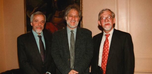 31.mai.1996 - Entrega do prêmio Grinzane Cavour, em Roma: Da esq. para dir., Paulo Coelho (Brasil), Michael Ondaatje (Canadá) e Lars Gustafsson (Suécia) - La Presse/Agência Ansa