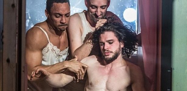 """O ator Kit Harington fica nu na peça teatral """"Doutor Fausto"""", em Londres - Divulgação"""