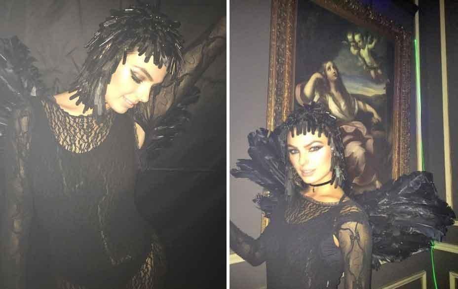 16.out.2016 - Isis Valverde fez sucesso no Instagram ao dividir com os seguidores imagens mostrando sua fantasia para uma festa de Halloween