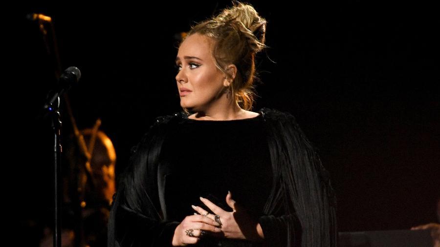 Adele faz homenagem a George Michael no Grammy Awards 2017, em Los Angeles - Getty Images