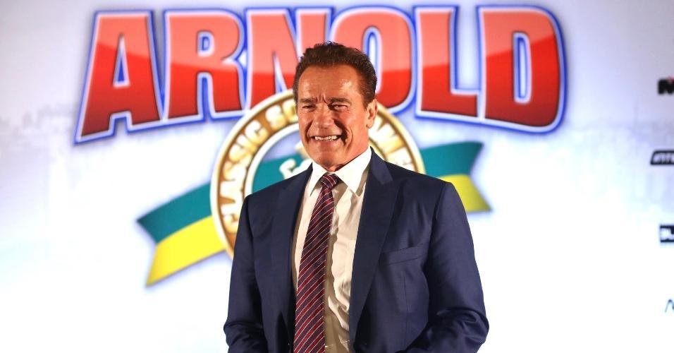 Arnold Schwarzenegger faz pose em entrevista coletiva no Arnold Classic South America