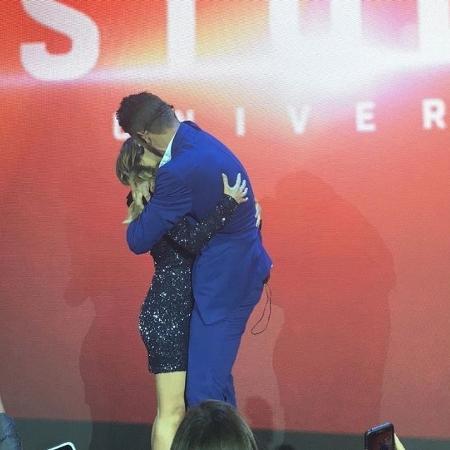 Tatá Werneck ganha beijo de Rodrigo Hilbert em evento - Reprodução / Instagram