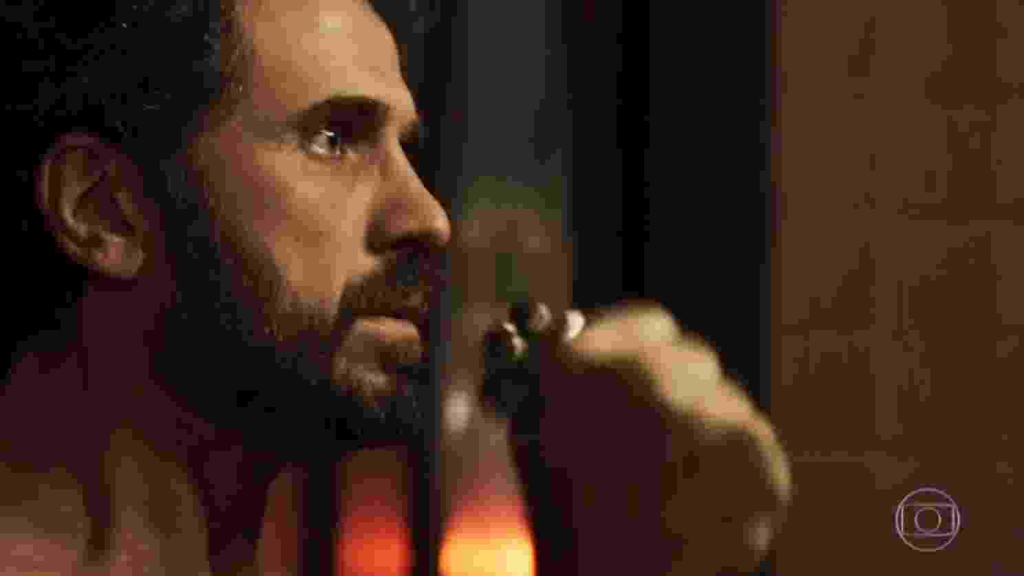 """Samuel """"chacoalha"""" para fazer """"cobra subir"""" em primeira noite quente com Suzy em """"O Outro Lado do Paraíso"""" - Reprodução/TV Globo"""