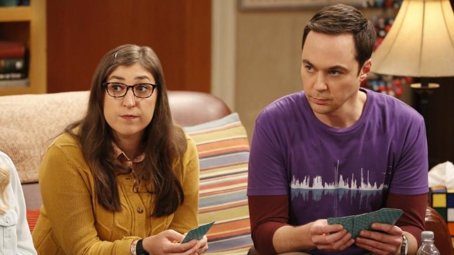 """Amy e Sheldon em cena de """"The Big Bang Theory"""" - Divulgação"""