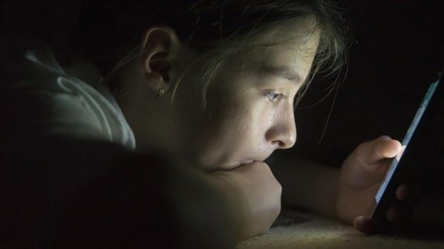 Pessoas que usam celular ou tablet antes de dormir têm sono prejudicado - iStock