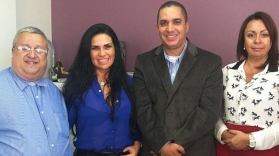Solange Gomes e Waguinho posam juntos após firmarem acordo sobre pensão da filha - Reprodução