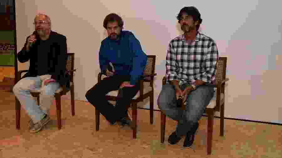 Emanuel Jacobina, ao lado dos diretores Leonardo Nogueira e Adriano Melo, em um encontro na Globo - Cesar Alves/Globo