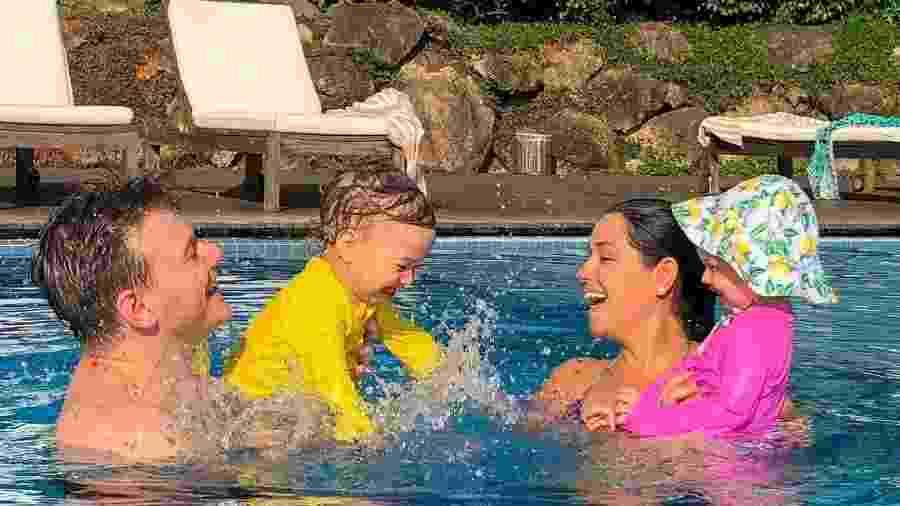 Michel Teló e Thais Fersoza se divertem com filhos em piscina - Reprodução/Instagram
