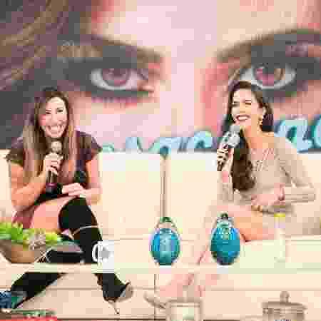 """Jaque Khury no programa """"Sensacional"""", com Daniela Albuquerque - Andrea Dallevo/Divulgação RedeTV! - Andrea Dallevo/Divulgação RedeTV!"""