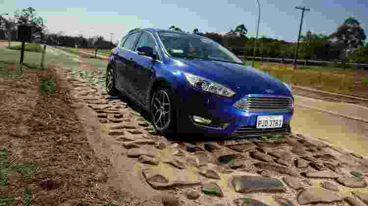 Unidade do Ford Focus, que saiu de linha este ano, passa por testes de suspensão no Campo de Provas de Tatuí (SP) - Divulgação