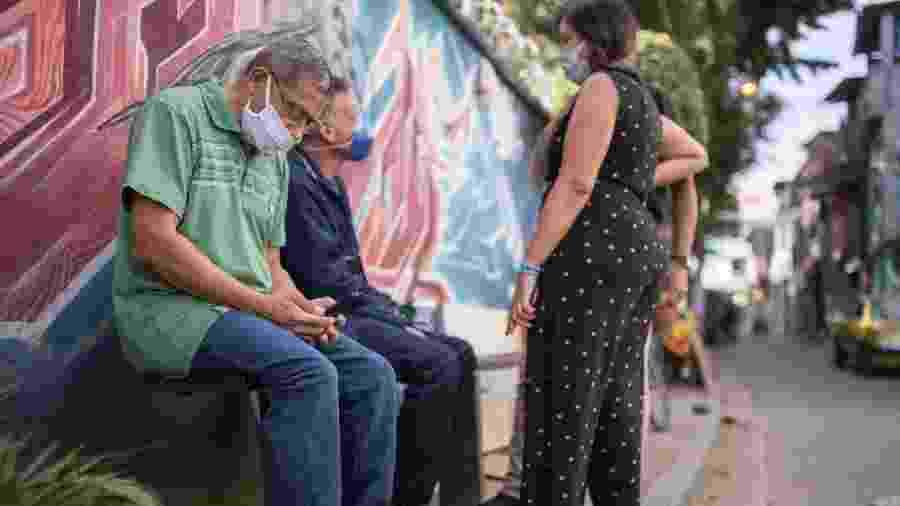 Movimentação na favela São Remo, região do Rio Pequeno, zona oeste de São Paulo, SP - André Lucas\UOL