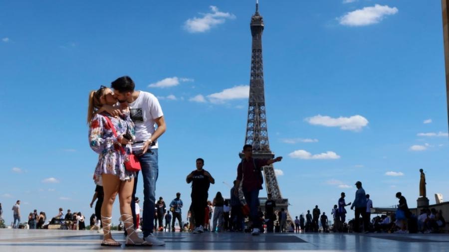 Capital francesa substituiu Singapura e é a cidade mais cara do mundo, segundo a The Economist - Mehdi Taamallah/NurPhoto via Getty Images