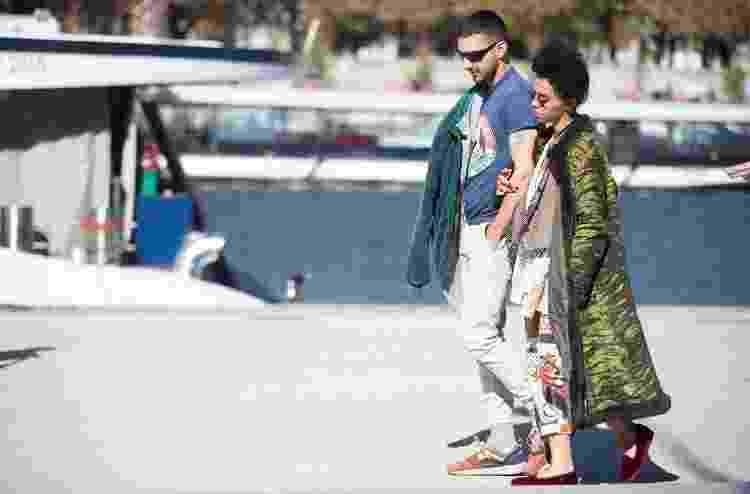 30.09.2019 - Shia LaBeouf e FKA Twigs fotografados em Paris durante o namoro - Melodie Jeng/GC Images - Melodie Jeng/GC Images