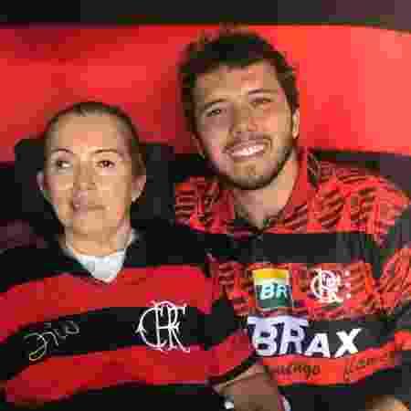 Thiago Ávila e sua mãe Têca Ávila  - Arquivo pessoal - Arquivo pessoal