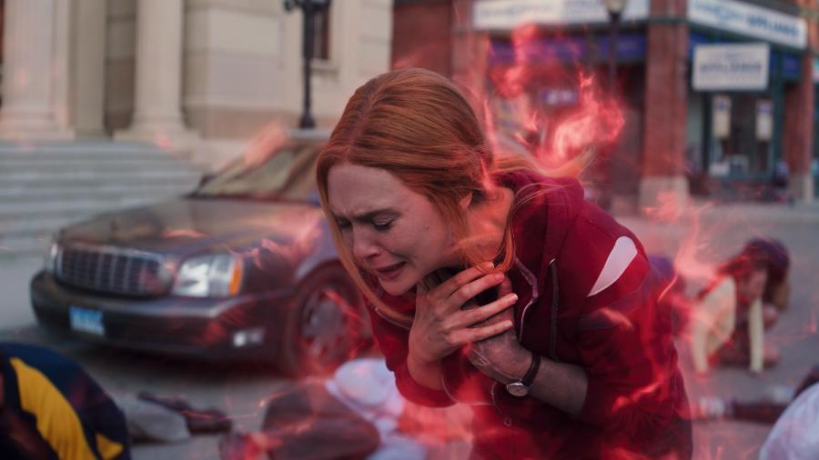 """Wanda (Elizabeth Olsen) chora no episódio final de """"WandaVision"""" - Marvel Studios/Divulgação"""