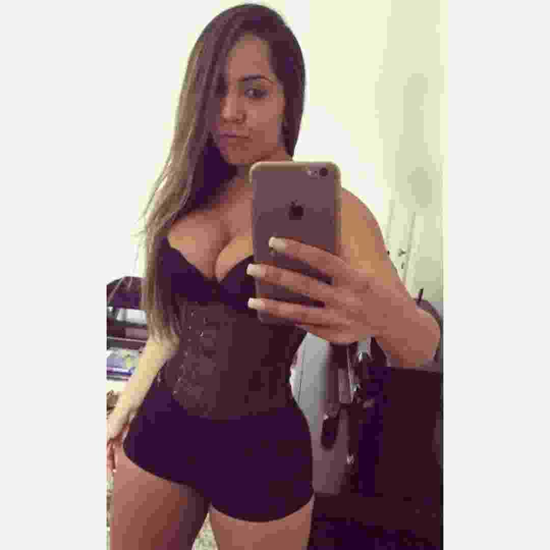 """Renata Frisson, a Mulher Melão, usa a cinta modeladora desde 2007, por recomendação de seu cirurgião plástico. """"Eu uso direto, todos os dias pra dormir. Agora está voltando com tudo. A mulherada está querendo ficar com aquele corpão de sereia"""" - Reprodução/Instagram/mulhermelao"""