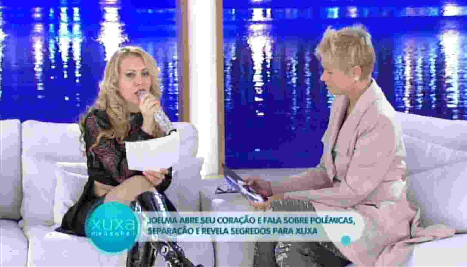 """4.abr.2016 - Em entrevista ao programa Programa Xuxa Meneghel, Joelma explica gesto de comemoração feito após a assinatura do divórcio. """"Naquele momento eu assinei minha carta de alforria, porque me sentia uma escrava. Eu tinha que cumprir tudo, se eu estivesse bem ou não"""" - Reprodução /TV Globo"""