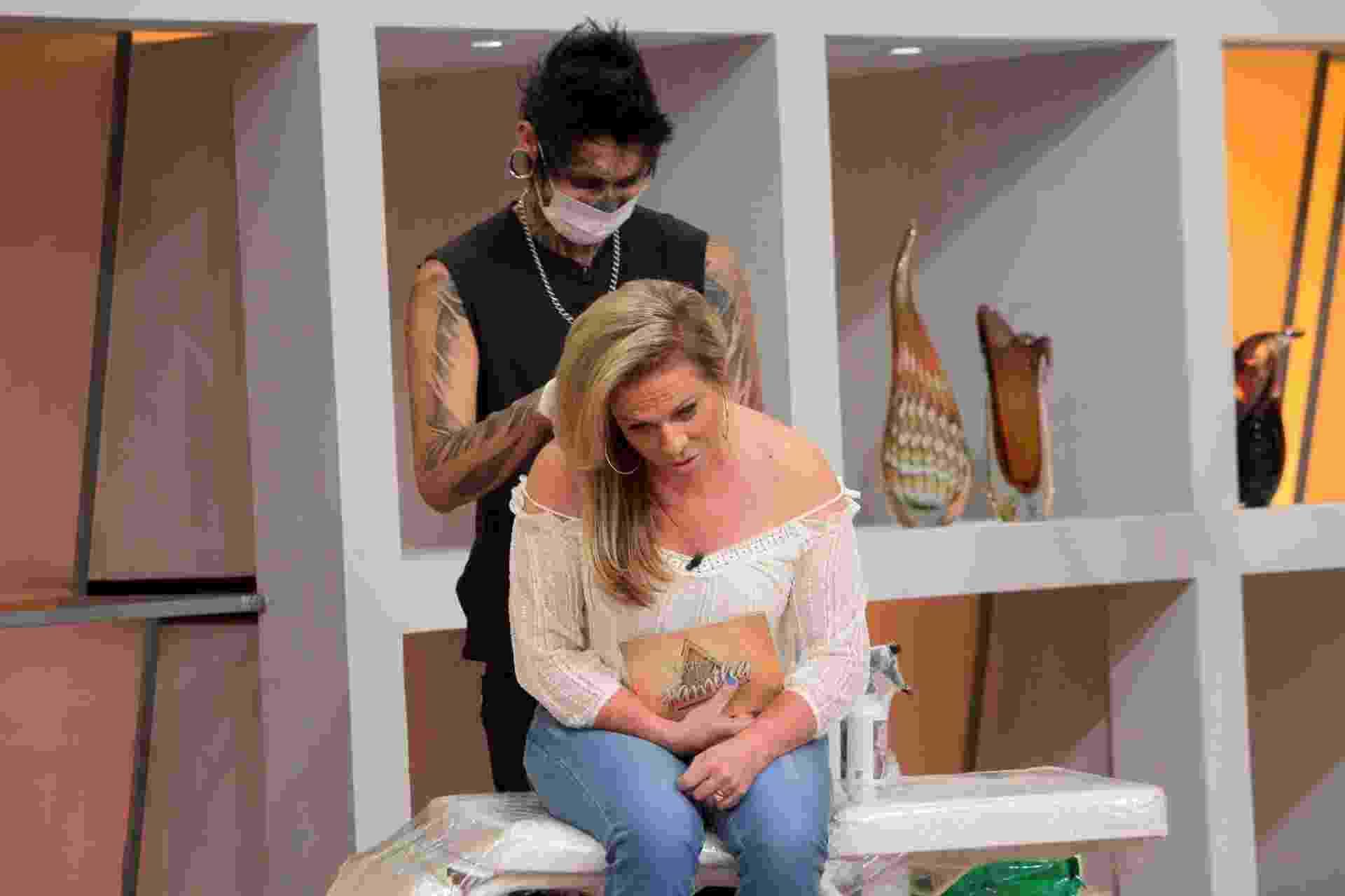"""Christina Rocha fará uma tatuagem no palco do """"Casos de Família"""" que será exibido na próxima quarta-feira (28), no SBT - Lourival Ribeiro/SBT"""