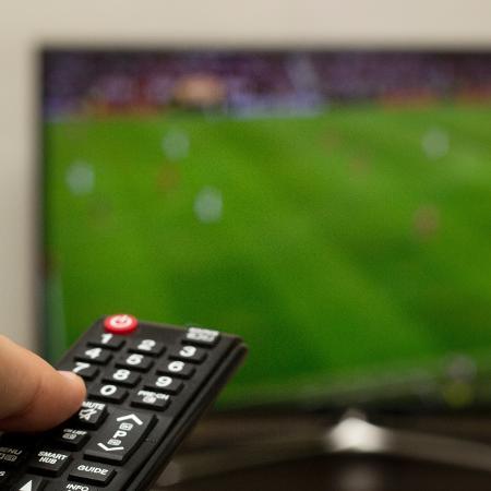Record, SBT e Rede TV! vão desligar sinal da TV paga - iStock