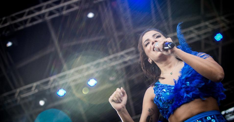 Anitta canta em show com a Banda Eva no CarnaUOL. Os hits